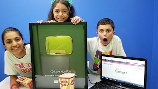 Kids Reaction to 3 MILLION SUBSCRIBERS - VLOG