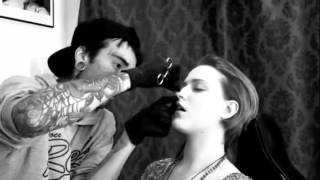 Drive-by body pierce (Evan Rachel Wood gets a new nose ring)