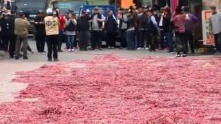 Wow! Orang Cina Ini Pasang Jutaan Petasan Sekaligus