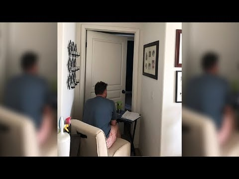 Xxx Mp4 Teen Finds Dad Sitting Outside Mom39s Bedroom Snaps Pic When She Realizes Heartbreaking Truth 3gp Sex