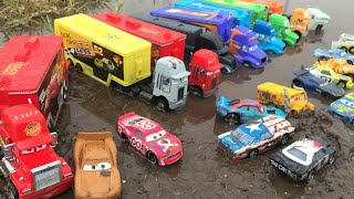 Cars 3 Toys and Haulers Lightning Mcqueen thunder hollow fishtail pushover tomica miss fritter