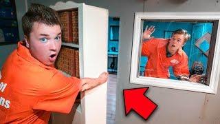 SECRET ROOM FOUND ESCAPING PRISON!! YouTube Hacker Prison (24 Hour Challenge)
