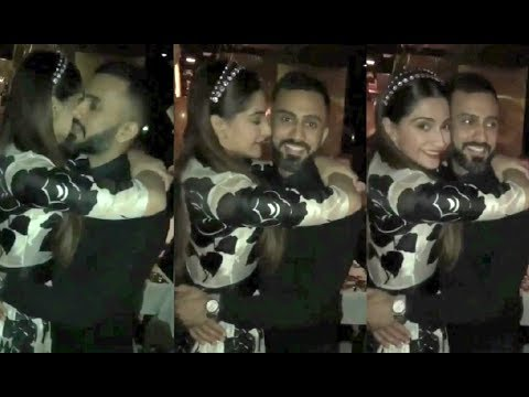 Sonam Kapoor Gets Romantic With Boyfriend Anand Ahuja In New Year Party