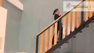 إتيكيت صعود وهبوط الدرج .. Etiquette rise and fall of the stairs