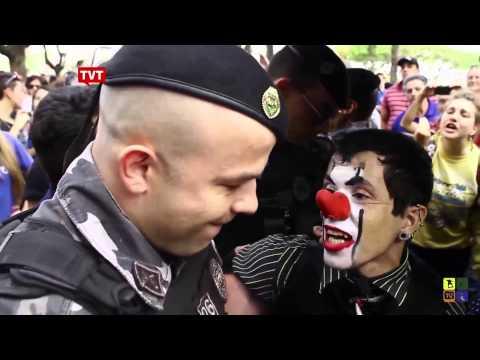 Abuso policial palhaço é preso durante apresentação no PR