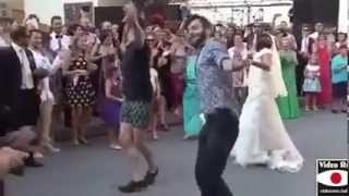 Italian Bride dances to Bollywood song!