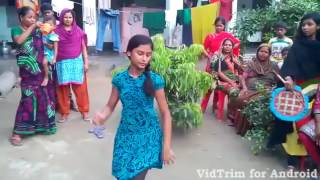 Bangladeshi village girls Dance with indian Bangla song