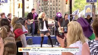 Carrie Underwood tights 1