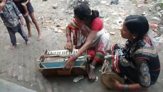 INDIAN ARTIST MUSIC||Mother and daughter sing a song on road|| JA A CHANDA||