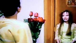 Aventuras en el Tiempo Angel le lleva unas rosas a Violeta