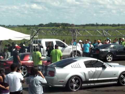 Piques en Guanare Camaro SS vs Mustang GT 08