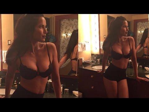 Xxx Mp4 Salman Rushdie 39 S Ex Wife Padma Lakshmi 39 S Hot CLEAVAGE Pictures 3gp Sex