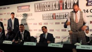 TYSON FURY LOSES THE PLOT & OFFERS TO FIGHT WLADIMIR KLITSCHKO DURING PRESS CONFERENCE !!!