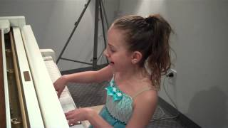 9 yr old girl (Capri) plays piano & sings 'Let It Go'-Amazing!