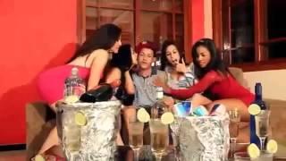MC Felipinho   Baba ele todinho Part MC Tchesko Vídeo Clipe Oficial 2013