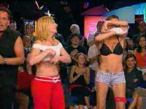 torito baila con dos chicas naked espectaculares muy sexys