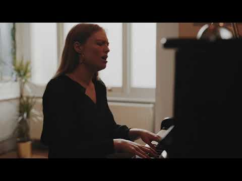 Freya Ridings - Still Have You (Live)