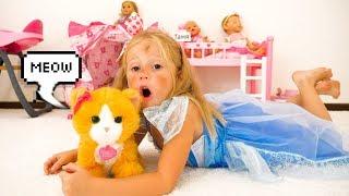 Настя как мама и большие неприятности из-за кота / Nastya and funny toy cat