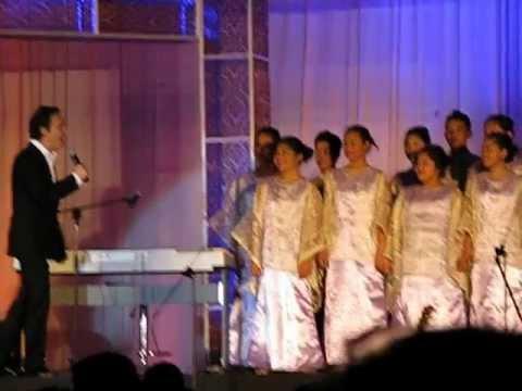 David Pomeranz with Baao Children s Choir You re the Inspiration Avenue Plaza Hotel Tent