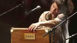 Amazing Harmonium Performance by Olivia Chaney: Waxwing