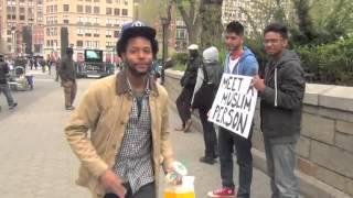 ردود افعال عجيبة : الامريكيون و تقبلهم للاسلام سبحان الله  في نيويورك