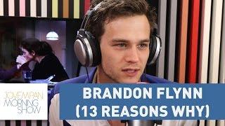 """Brandon Flynn: """"Se os pais assistem junto com os filhos a série, é mais fácil para dialogarem"""""""