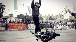 Mendigo empinando moto Pegadinha com  W S Freestyle