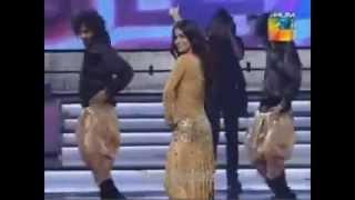 Humaima Malik Dance Performance in 1st Hum Tv Awards