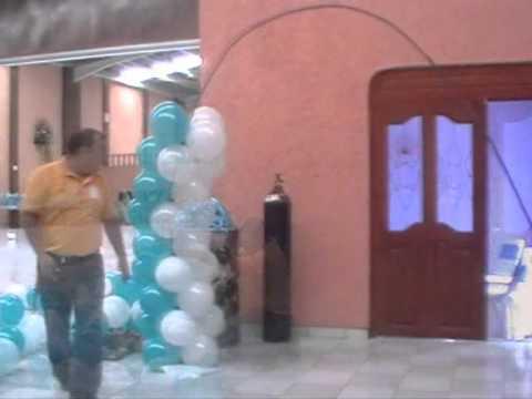 arco con globos en 2 tonos de color.