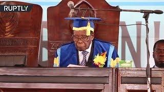 موغابي يظهر للعلن لأول مرة منذ سيطرة الجيش على الحكم في البلاد