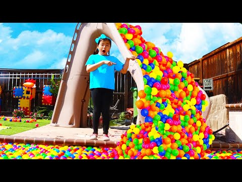 Jannie and Andrew Pretend Play with Raining Colored Ball Pits Balls