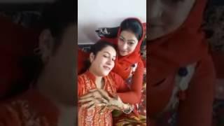 lesbian girls kissing on song