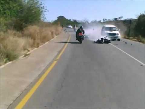 CHOQUE ESPECTACULAR DE UNA MOTO