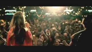 Alinne Moraes e Wagner Moura cantam