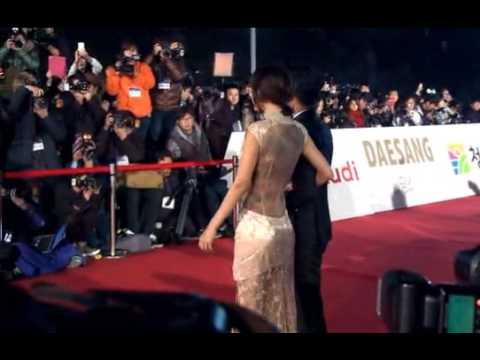 김선영 청룡영화상 파격적인 청룡문신드레스Kim, Sun - Young Blue Dragon Tattoo Blue Dragon Film Awards