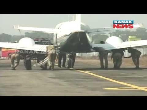 Xxx Mp4 Policemen Push CM 39 S Aircraft In Rourkela 3gp Sex