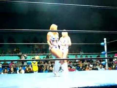 Edecanes del CMLL en Arena Queretaro