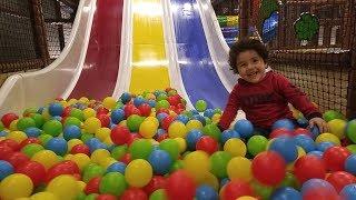 Dev Kaydıraktan Top Havuzuna Kaydık|Çocuk Oyun Parkı Videoları.