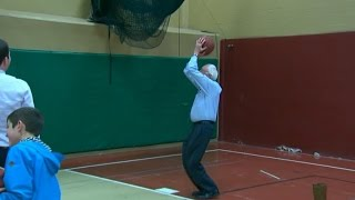 Bernie Sanders shoots hoops before New Hampshire primary