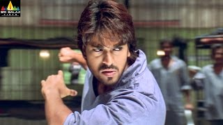 Chirutha Movie Ram Charan Introduction Fight Scene | Ram Charan, Neha Sharma | Sri Balaji Video