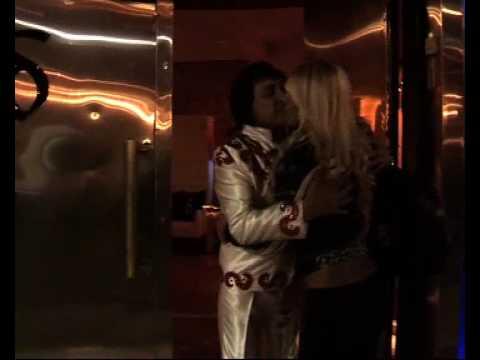 El bailantero y la Vedette a los besos