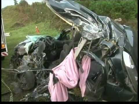 ACIDENTE C MORTES NA BR 277 EM GUARAPUAVA ENTRE ÔNIBUS E UM CARRO
