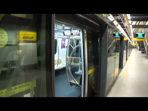 Via Quatro 400 Series Subway Yellow Line Trains crossing at Paulista Station