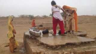 Chill Indya - Women collecting water in the desert