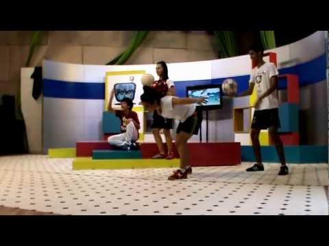 LOS UY FUERA DE LUGAR Fútbol Freestyle CLBDF 2012 UUUYYY GIRLS Behind The Scenes