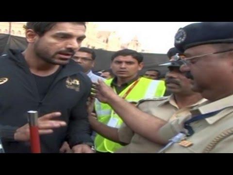 Xxx Mp4 John Abraham STOPPED By POLICE At Mumbai Marathon 2015 3gp Sex