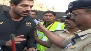 John Abraham STOPPED by POLICE at Mumbai Marathon 2015