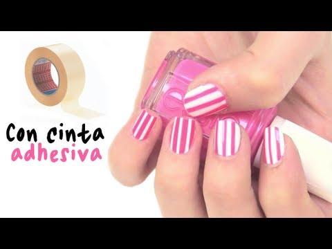 Diseño de uñas con cinta adhesiva