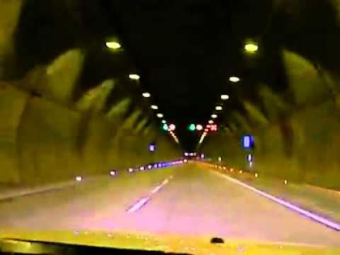 Kawasaki ZX-6R in tunnel