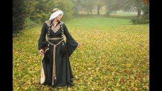 Dressing up a 12th century lady